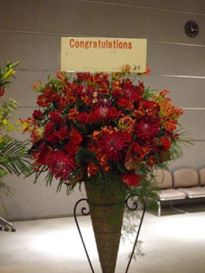画像1: Hanayueにおまかせおしゃれに!三角コーンスタンド花