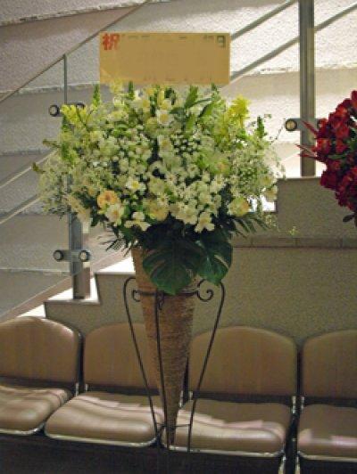 画像2: Hanayueにおまかせおしゃれに!三角コーンスタンド花